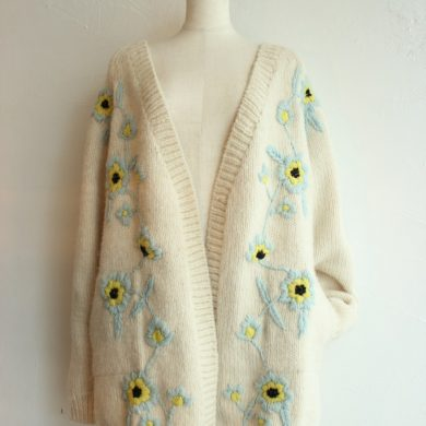 kin-flower-embroidery-sleeve-knit-cardigan2